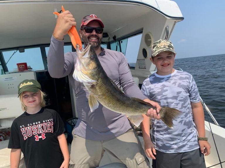 Tingum 30.75 inch Walleye